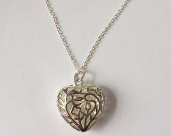 Vintage 90's Silver Hollow Heart Filigree Pendant Necklace