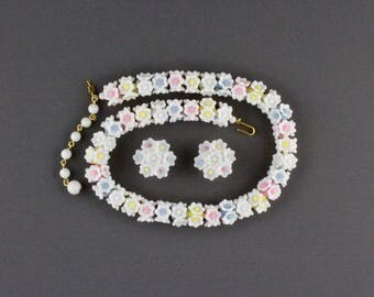 Vintage Trifari White Plastic Flower Necklace And Clip Back Earring Set