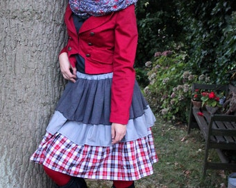 Playful grey karierter red tiered skirt with knitted