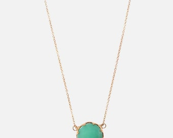 Chalcedony pendant in 9ct yellow gold with 45cm chain