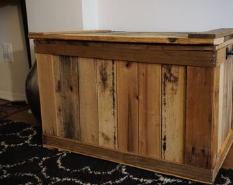 Reclaimed Pallet Wood Trunk