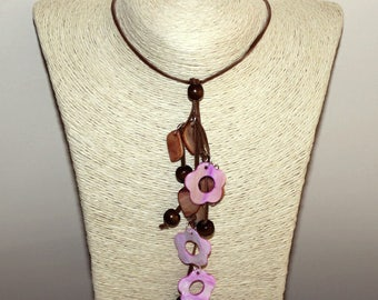 Necklace with wooden beads and pink nacre, pendant with pink nacre flowers, bohemian nacre necklace, boho nacre necklace, necklace  flowers