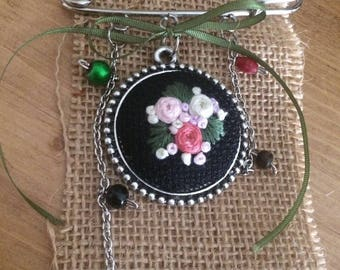 Embroidery Brooch, Hand Embroidery Brooch, Embroidered Jewelry, Brooch Jewelry, Embroidery Gifts, Embroidery Art, Embroidery Flowers