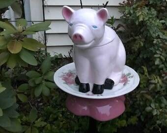 pinky pig birdfeeder