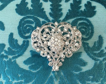 Heart Rhinestone Brooch.Heart Crystal Brooch.wedding dress Brooch.Vintage Style.Valentine Brooch.Pin.Brooch Pin.Heart Broach.Crystal Broach