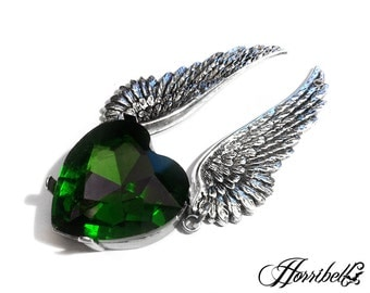 Angel Wings Necklace with GREEN Heart // Green Heart Necklace // Angel Necklace // Fallen Angel // Angel Wing Jewelry // Green Heart Pendant
