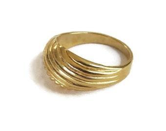 Abstract Design Ring Vintage NOS Size 6.25 Dome Shape Band Signed Vintage