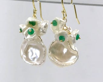 Keishi Pearl Cluster Earrings Wire Wrap Gold Vermeil Emerald and White Pearl Earrings Wedding Bridesmaid Genuine Emerald Gemstone Cluster