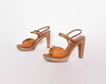 Vintage 70s PLATFORM SANDALS / 1970s Boho Brown LEATHER Wood Sole Heels 7
