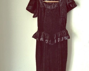 Vintage 80s Black CRUSHED VELVET PEPLUM Dress / Womens Small