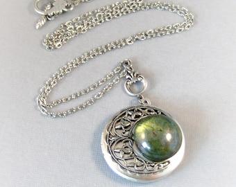 Emearld Planet,Vintage Emerald,Vintage Green,Vintage,Green Necklace,Emerald Necklace,Green Locket,Emerald,Goddess Necklace,Emerald Pendant