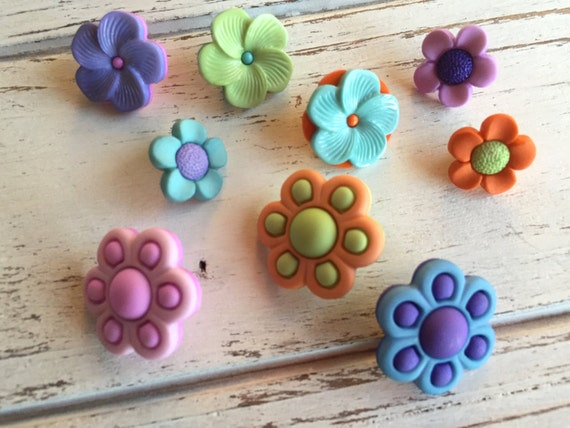 """Flower Buttons, Novelty Button Assortment Package, """"Bouquet Beauties"""" by Buttons Galore Style 4224, Shank Back Buttons, Embellishments"""