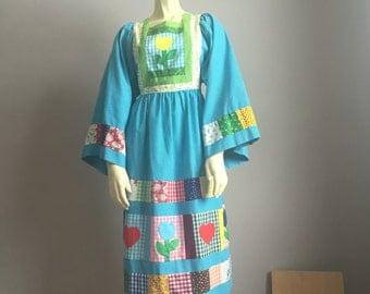 quilted bell sleeve 70s vintage cotton handmade patchwork tulip quilt design with applique folk art day DRESS hippie kitsch midi medium M S