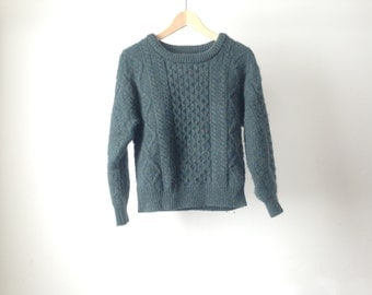 WOOL boxy CROPPED thick SWEATER cable knit cream warm & cozy Blue // Green sweater