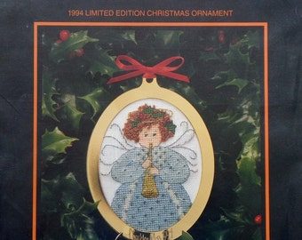 P. Buckley Moss 1994 Limited Edition CHRISTMAS ORNAMENT Counted Cross Stitch Kit