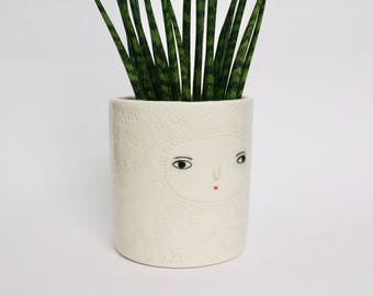 White textured ceramic vase  - cache-pot