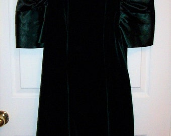 Vintage 80s Ladies Green Velvet Dress by Maggie Breen Size 4 M Only 14 USD
