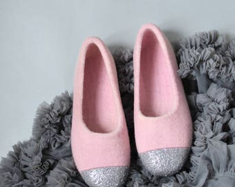 Pink ballet flats New home gift Old rose slippers Felt slippers with metallic front decoration Hand dyed wool flats