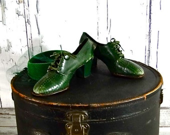 """1940's Women's Shoes Lace Up Brogues Vintage Green Leather """"Red Cross"""" High Heels"""