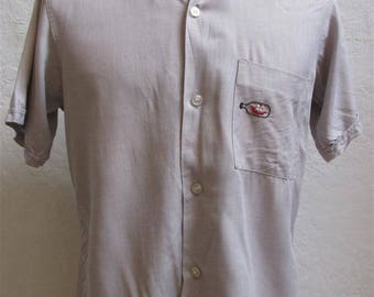 """1950's """"Shapely""""  Men's Mauve Button Loop Short Sleeve Shirt with Embroidered Ship in a Bottle / Rockabilly  - Size S"""