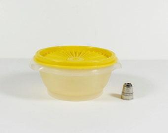 Small Tupperware Round Container - Servalier - Vintage Tupperware