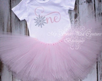 Snowflake First Birthday Outfit- Cake Smash Outfit- 1st Birthday Outfit- Winter Wonderland- First Birthday Shirt- Tutu- Birthday Tutu- Snow