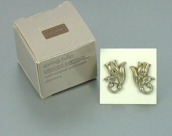1990 Vintage AVON 'Spring Tulip' Silver Tone Pierced Earrings with original box. Avon Flower Earrings. Vintage Avon Earrings. Avon Jewelry