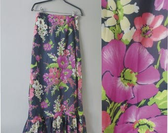 70s maxi skirt. XS size. Hippie nylon skirt, fully lined blue skirt with pink, purple & white flowers. In a very good vintage condition.