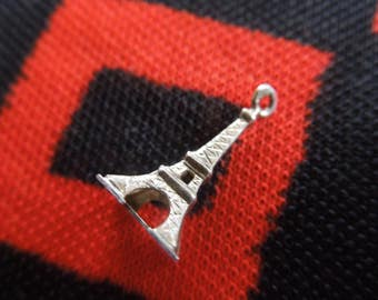 Silver Eiffel Tower Charm Vintage Eiffel Tower Paris France Figural Silver Charm for Bracelet from Charmhuntress 04400