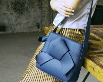 La Chic Parisienne Collection bow blue leather shoulder bag