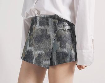 La Chic Parisienne Collection silver floral irregular designed shorts