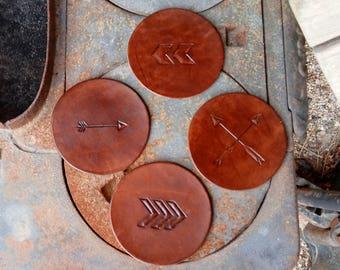 Leather arrow coasters - Arrow decor - Chevron coasters - Crossed arrows - Hand carved leather coasters - Set of 4 coasters