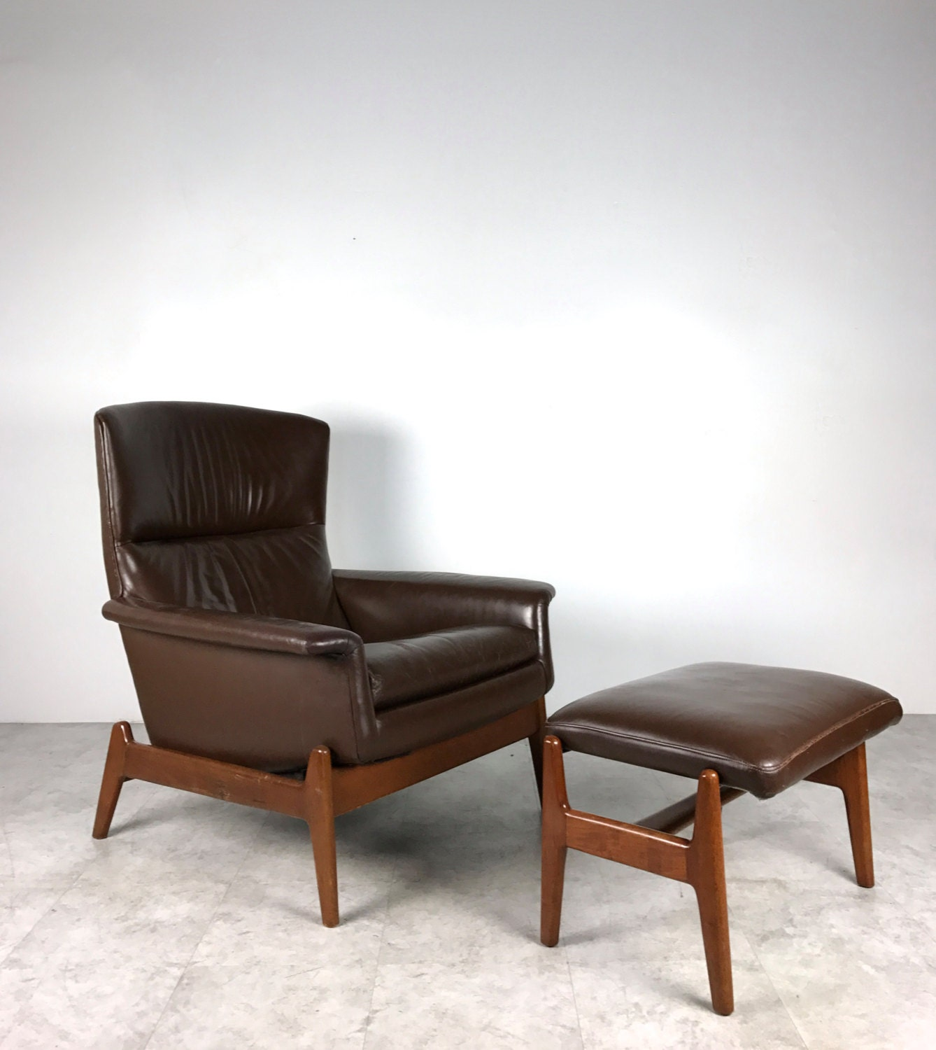 Vintage Mid Century Danish Modern Teak Dux Brown Leather Lounge