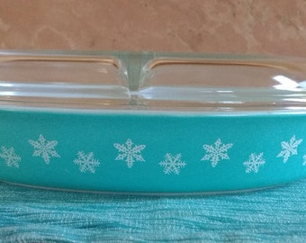 Vintage Teal with snowflakes Pyrex divided casserole dish with lid. Turquoise with with snowflakes 1 1/2 Quart vintage Pyrex.
