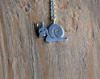 Silver Snail Necklace-Snail Jewelry-Animal Necklace-Sterling Snail Necklace-Garden Necklace-Snail Pendant-Valentines Day Gift