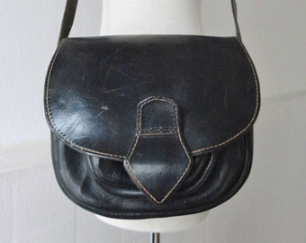 Raw 70s Vintage Black Leather Shoulder Bag // Crossbody Bag