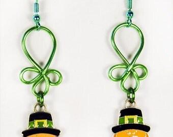 ST PATRICK EARRINGS, St Patrick jewelry, Irish earrings, Irish jewelry, green earrings, green jewelry, Leprechaun earrings - 1490HO