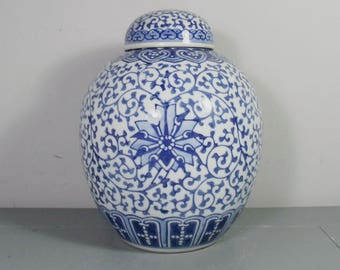 Large Vintage Chinese Blue and White Ginger Jar, Chinese Porcelain Ginger Jar, Chinoiserie Vase, Blue Chinoiserie Decor, Blue Chinese Decor