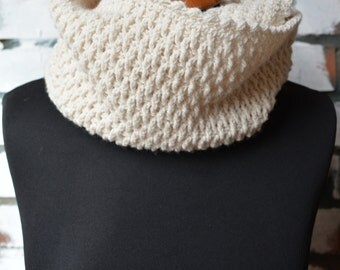 Crochet Scarf // Infinity Scarf // Neck Warmer // Crochet Wool Infinity Scarf // Creamy Scarf