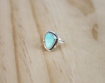 Turquoise Ring // Sterling Silver // Size 6 // Carico Lake Turquoise