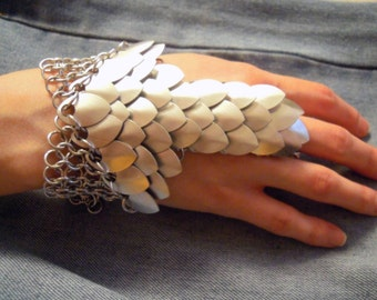 Scale Mail Hand Flower – Bracelet Ring – Scalemail glove - Hand chain - Hand armor - chain mail