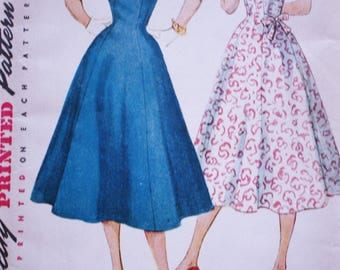 1950s Simplicity 4601/ 50s Fitted Dress/ Gored Skirt /Full Flared Skirt / Vintage Dress Pattern /Bust 29