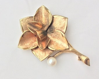 Wedding Retro Brooch Sash Corsage Flower Pin Real Cultured Pearl Plaque or Lamine Gold Rose Brooch OOAK 70s Vintage Flower Brooch