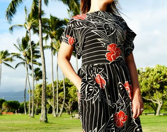 Retro Hawaii, Tropical Print Dress, 1980s // Vintage Black Dress, Red Flowers, 50s Style, Women Size Medium
