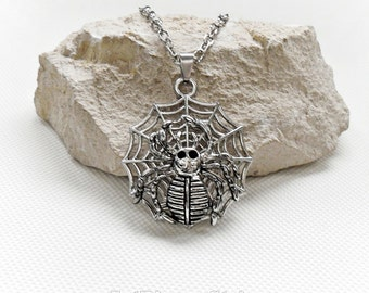Cobweb necklace spider, sleek necklace Spiderman stainless steel, necklace spider web, pendant anime fans, silvery spider chain necklace,