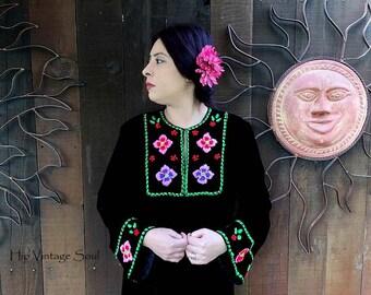 Vintage 1970's Mexican Style Velvet Dress, Black Velvet Dress with Yarn Embrodiery, Bohemian, 70's Velvet Caftan Dress, Festival Wear