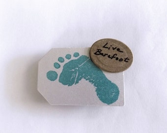 Live Barefoot Magnet//Refrigerator Magnet//Photo Magnet//Home and Office Decor//College//Workspace//Craftspace//Stationary//Save The Date