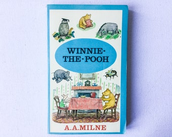 Vintage Winnie the Pooh Book, A A Milne, Illustrated by E H Shepard, Methuen Paperback, 1973, 01322