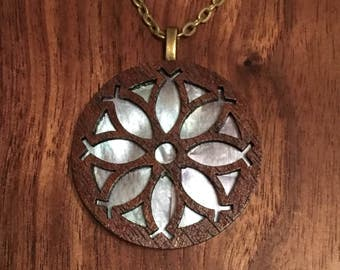 Fishdaisy pendant walnut
