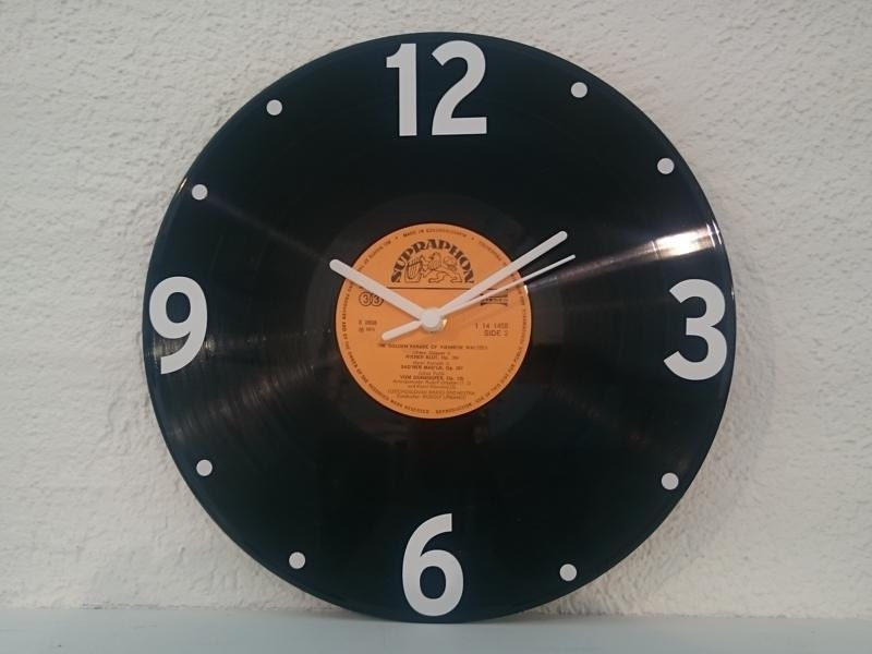 uhr aus schallplatte supraphon orang lp vinyl deko wall clock. Black Bedroom Furniture Sets. Home Design Ideas